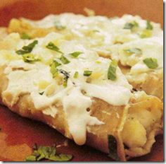 Tacos de papa:  Crunchy fried tacos with a flavorful, soft potato filling; each taco was topped with finely shredded cabbage, drizzled with cream and sprinkled with aged cheese.