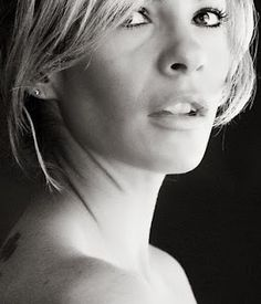love black adn white... so simple, so beautiful