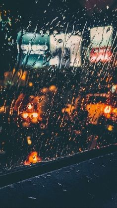 16 Ideas for wallpaper iphone nature rain drops Rainy Wallpaper, Nature Wallpaper, Wallpaper Backgrounds, Iphone Wallpaper, City Rain, I Love Rain, Rain Days, Rain Photography, Walking In The Rain
