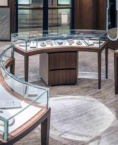 Jewellery Shop Design, Jewellery Showroom, Retail Display Cases, Shop Counter Design, Modern Store, Retail Interior, Showcase Design, Shop Interior Design, Display Design