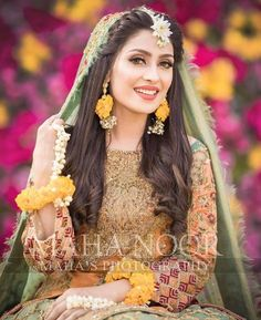 Discover thousands of images about (notitle) - Mehndi - Pakistani Mehndi Dress, Bridal Mehndi Dresses, Bridal Dress Design, Pakistani Wedding Dresses, Bridal Style, Mehendi, Pakistani Hair Style, Mehndi Party, Bridal Hijab