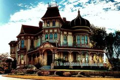 Second Empire House with a touch of India. Victorian Architecture, Beautiful Architecture, Beautiful Buildings, Beautiful Homes, Abandoned Houses, Old Houses, Victorian Style Homes, Victorian Hall, Victorian Castle