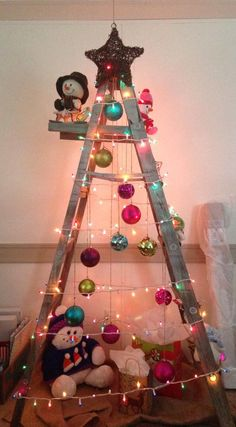 DIY Christmas Tree Ladder // Sharing My Cousin's Tree love this Ladder Christmas Tree, Christmas Tree Bulbs, Unique Christmas Trees, Cowboy Christmas, Alternative Christmas Tree, Prim Christmas, Beach Christmas, Xmas Tree, Christmas Holidays