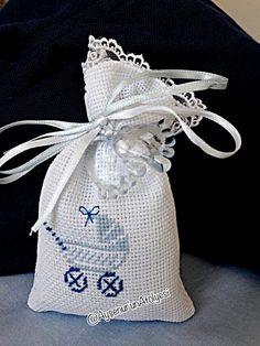 Mini Cross Stitch, Cross Stitch Cards, Cross Stitching, Cross Stitch Designs, Cross Stitch Patterns, Crochet Case, Crochet Bag Tutorials, Baby Shawer, Baby Mickey