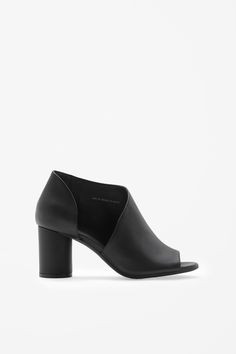 Round-heel leather shoes