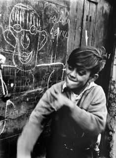 Conkers, Addison Place, North Kensington  1957  © Roger Mayne