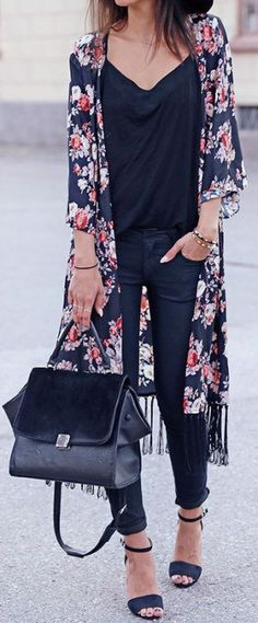 #spring #outfits Black Tee & Navy Flower Print Tunic & Navy Skinny Jeans