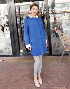 Today's Hot Pick :白色拼边时尚直版大衣 http://fashionstylep.com/SFSELFAA0020433/bagazimuricn/out 蓝天白云的搭配,唯美YY亲近大自然!纯净的蓝色大衣,浪漫而沉静的感觉扑面而来~不论是俏丽的小翻领,还是前襟的内侧边缘,同样采用白色拼边,干净整洁,又很配YY的蓝色系喔~ -翻领、长袖 -直版款式 -隐藏按扣 -时尚优雅风
