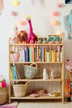 Chloe Fleury house tour in Glitter Guide shot by Sarah Wert, girl bedroom decor, playroom decor Family Room Design, Kids Room Design, Kids Room Bookshelves, Bookshelf Diy, Ideas Para Organizar, Little Girl Rooms, Kid Spaces, Kids Decor, Decor Ideas