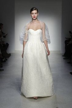 Wedding dress in tessuto rigido....
