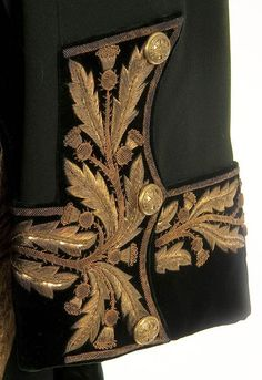 The Royal Company of Archers uniform Royal Company, Staff Uniforms, Military Uniforms, Queen Liz, Military Looks, Hand Embroidery Videos, Army Uniform, Gold Bullion, Couture Details