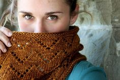 Downton Cowl Pattern - i didn't know abt cowls until i started knitting.  i'm in loooove with them!