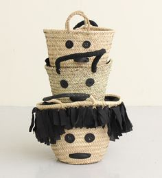 baskets with faces Basket Bag, Simple Bags, Cute Bags, Straw Bag, Creations, Diy Crafts, Inspiration, Purses, My Style