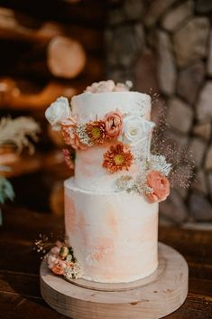 Fall inspired wedding cake of with orange and white fall florals added to the cake with boho wedding details on a wood table | Sun River Elopement, Destination Elopement Photographer, Smith Rock Elopement Inspiration, Oregon Elopement ideas, PNW Fall Wedding Inspiration, Fall Outdoor Wedding Ideas,Fall Wedding Inspiration, PNW Outdoor Wedding Ideas | chelseaabril.com Hawaii Wedding, Boho Wedding, Fall Wedding, Destination Wedding, Wedding Planning, Wedding Day Inspiration, Elopement Inspiration, Autumn Inspiration, Wedding Ideas