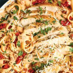 Αρωματικά φετουτσίνι με λιαστή ντομάτα και κρέμα τυριών Ethnic Recipes, Food, Essen, Meals, Yemek, Eten