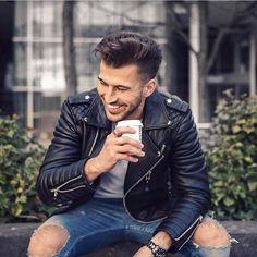 """1,097 To se mi líbí, 8 komentářů – BODA SKINS (@bodaskins) na Instagramu: """"But first, coffee ☕️ 🙌@michaelbruch_ #bodaskins #kaymichaels"""""""