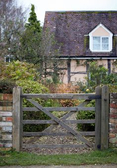The five-bar field gate with diamond bracing, shrunk down for a domestic setting, lends this garden a rustic, solid air that is in keeping with the timber-clad house beyond. One fully expects a gaggle of geese to poke their heads through at any moment. Who was Tom Clarke? I don't know, but I want to go in and find out.