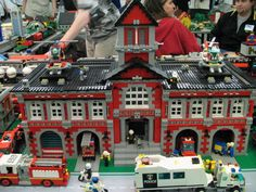Risultati immagini per lego fire brigade moc Lego Police Station, Lego City Police, Lego City Fire Truck, Fire Trucks, Legos, Lego Fire, Lego Boards, Lego Christmas, All Lego