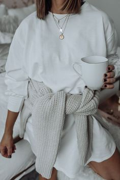 Layered necklace trend with Missoma - Mode ➰ - Modetrends Fashion Mode, Nyc Fashion, Look Fashion, Winter Fashion, Fashion Outfits, Womens Fashion, Fashion Online, Moda Outfits, Fall Outfits