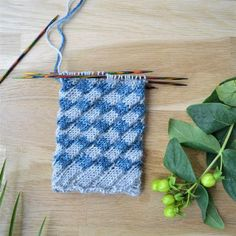 Kierrejoustin oikealle eli valekonttineule – Neulovilla Crochet Socks, Knitting Socks, Handicraft, Mittens, Needlework, Diy Crafts, Pattern, Blog, Leg Warmers