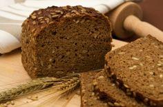 Receita de Pão Integral 7 Grãos.  O  pão integral enriquecido com 7 grãos de tipos diferentes é ideal para lanches saudáveis tanto para adultos quanto para as crianças. Não pode faltar à sua mesa!