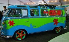 Super cool Mystery Machine VW bus