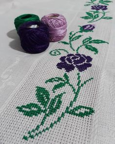 1 million+ Stunning Free Images to Use Anywhere Flower Embroidery Designs, Embroidery Stitches, Trash To Couture, Palestinian Embroidery, Free To Use Images, Bargello, Cross Stitch Flowers, Baby Knitting Patterns, Cross Stitch Designs