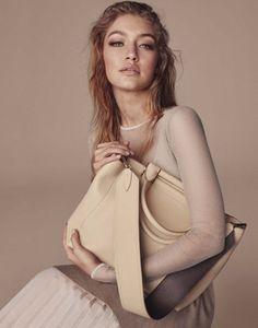Époustouflante Gigi Hadid dans la campagne Max Mara accessoires...