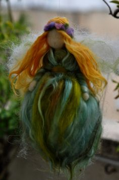 Fairy Green fairy-soft sculpture--needle felt by Daria Lvovsky on Etsy. , via Etsy. Felt Fairy, Baby Fairy, Waldorf Crafts, Waldorf Dolls, Fairy Templates, Felt Angel, Creation Art, Green Fairy, Fairy Clothes