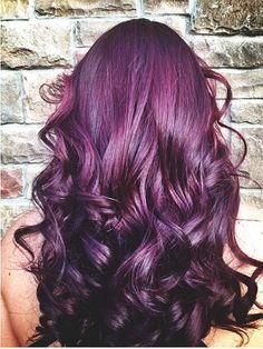 Dye your hair simple & easy to purple hair color - temporarily use purple hair dye to achieve brilliant results! DIY your hair purple with plum hair chalk Rock Your Hair, Color Del Pelo, Plum Hair, Violet Hair, Burgundy Hair, Brown Hair, Dream Hair, Hair Dos, Ombre Hair