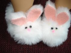 Bunny rabbit slippers made to fit Bitty Baby white faux fur American Girl Outfits, American Girl Doll Shoes, Bunny Slippers, Cute Slippers, Slippers Crochet, Baby Born Clothes, Girl Doll Clothes, Ag Dolls, Baby Girl Shoes