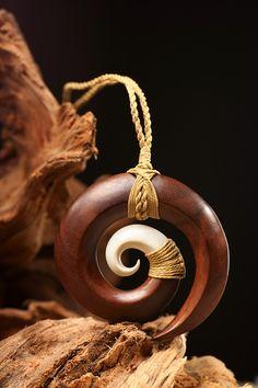 Wooden Jewelry, Resin Jewelry, Leather Jewelry, Leather Craft, Diy Wooden Projects, Wood Crafts, Wooden Bag, Biscuit, Raku Pottery