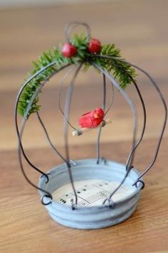 new ideas bird cage diy wire sweets Wire Crafts, Christmas Projects, Holiday Crafts, Fun Crafts, Christmas Time, Diy And Crafts, Crafts For Kids, Cage Deco, Craft Projects