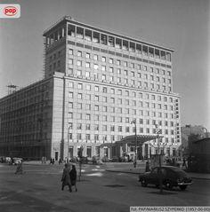 Grand Hotel, budynek według projektu Stanisława Bieńkuńskiego i Stanisława Rychłowskiego, przy ul. Kruczej. Warszawa, 1957 r.