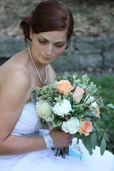 XQZT Floral Design peaches and cream bouquet