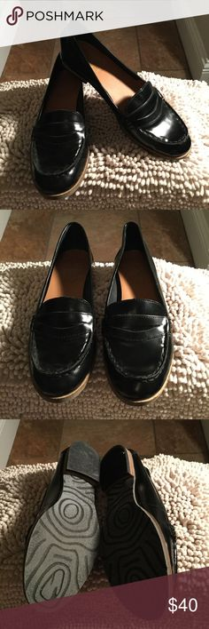 CROWN VINTAGE LOAFERS Crown Vintage Classic Black Loafers, Feminine yet professional size 9.5.  Only thing missing are the pennies.  Well taken care of, minor wear. I love reasonable offers.  Thank you for checking out my closet. Crown Vintage Shoes Flats & Loafers