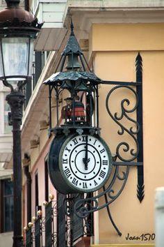 Detalle calles de Burgos Spain Unusual Clocks, Cool Clocks, Pub Signs, Shop Signs, Storefront Signs, Wall Clock Wooden, Old Pub, Sistema Solar, Street Lamp