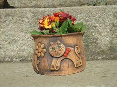 KERAMIKA Z FARY: KVĚTINÁČE Ceramic Flower Pots, Ceramic Pots, Clay Wall Art, Ceramic Animals, Garden Pots, Terracotta, Wind Chimes, Diy And Crafts, Planter Pots
