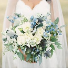Totally floored by this gorgeous bouquet from @habitatfloralstudio! See more from this wedding on the blog today stunning photos by @rebeccahollisphotography #ww #wedding #florals #weddingbouquet