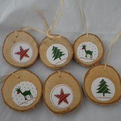 Noel09 - 6 boules de noël en bois et motifs de noël rouges et verts