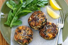 Eggplant, olive and feta patties .will use my grain free bread & almond meal. Vegetable Recipes, Vegetarian Recipes, Veggie Dishes, Healthy Recipes, Feta, Healthy Sweet Snacks, Healthy Dinners, Easy Meals, Snacks Under 100 Calories