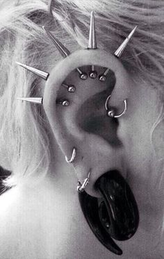 Image de piercing and spikes