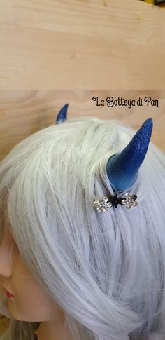 🌿 Se vuoi saperne di più seguici su Instagram o visita il nostro shop Etsy. 🍁🧚🏼♀️ Hair Pins, Horns, Hair Accessories, Cosplay, Earrings, Handmade, Etsy, Instagram, Jewelry