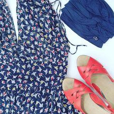 Pañuelo oncológico en azul navy perfecto para los outfit de verano