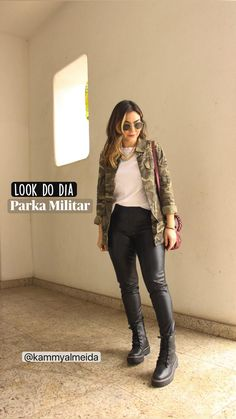 Foto Casual, Casual Chic, Basic Wear, Rocker Style, Instagram Pose, Fashion Over 50, Fashion Outfits, Womens Fashion, Photography Poses