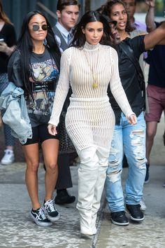 Kim Kardashian en total look Yeezy