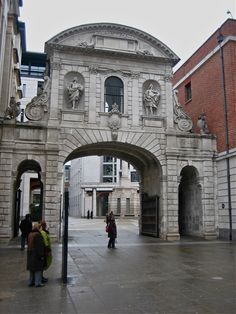 Temple Bar - by Christopher Wren, Once stood in the Strand - one of the gates of the City of London. Now the entrance to Paternoster Square, St Pauls' Cathedral. Vintage London, Old London, East London, London Architecture, Gothic Architecture, Ancient Architecture, Twilight Images, London Drawing, Temple Bar