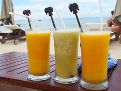 Smoothies on the Main Beach of Four Seasons Resort Koh Samui, anyone? #FSTaste Photo: @cocosteaparty