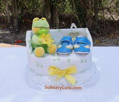 This is a boy diaper cake chair perfect to give as a hospital gift. It not only presents itself but it will become an essential part of mommy and baby's needs. Adorable little frog and baby perched on the chair showing off the baby shoes. Diaper Cake Boy, Diaper Cakes, Small Frog, Baby Receiving Blankets, Hospital Gifts, Baby Arrival, Baby Needs, Little My