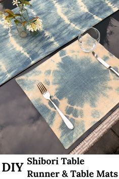 Learn how to sew a table runner. The tutorial includes video which shows you how to fold the fabric for this DIY Shibori table runner and table mats Easy Sewing Projects, Sewing Projects For Beginners, Sewing Tutorials, Table Runner And Placemats, Table Runners, Large Floor Cushions, Make A Table, How To Tie Dye, Home Crafts